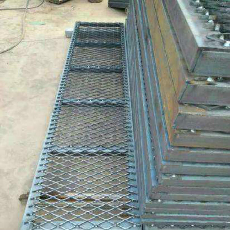 亚奇钢板网系列:脚踏板楼房工人钢笆踏板-电厂楼梯钢板网示例图3