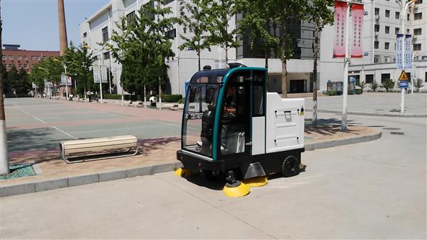 工業園區威尼斯手机端用駕駛式掃地車 電動駕駛式掃地機 江西物業用駕駛式掃地機示例圖1