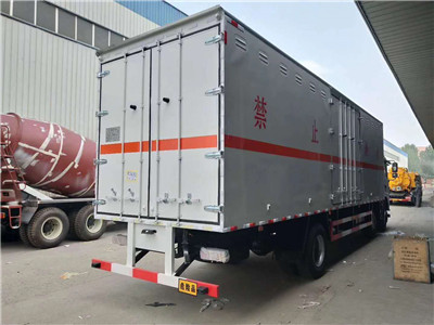 东风9吨腐蚀性物品厢式运输车、东风9吨腐蚀性物品厢式运输车厂家价格示例图5