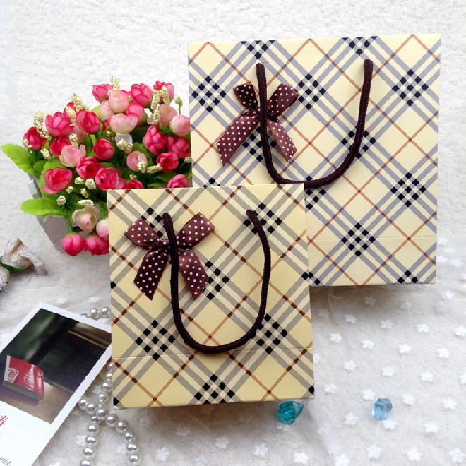 新款英伦格子礼品袋简洁手提绳包装袋纸袋热卖图片