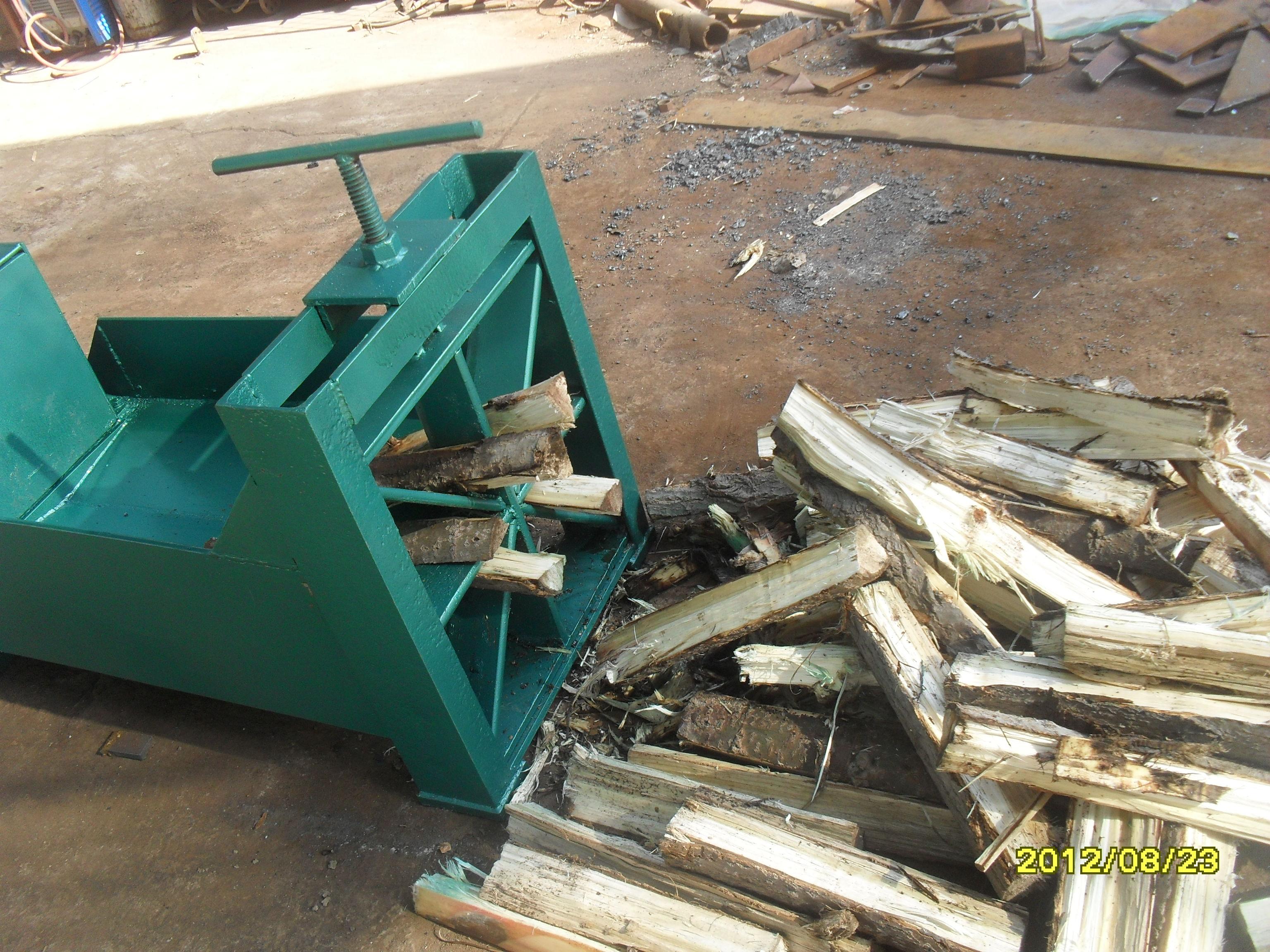 【恒沃铡刀树根劈木机 卧式大型劈木机 小型液压劈柴 图片