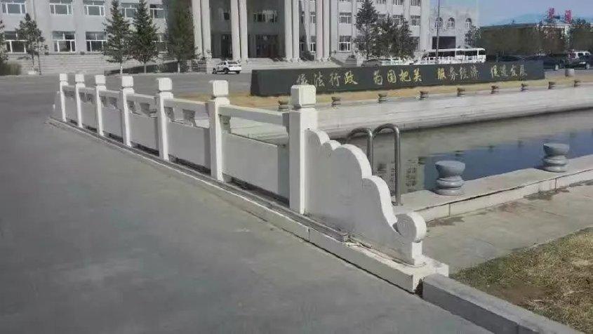 甘肃石栏杆汉白玉栏杆  草白玉石栏杆 河道防护栏 桥梁栏杆  园林景观雕塑