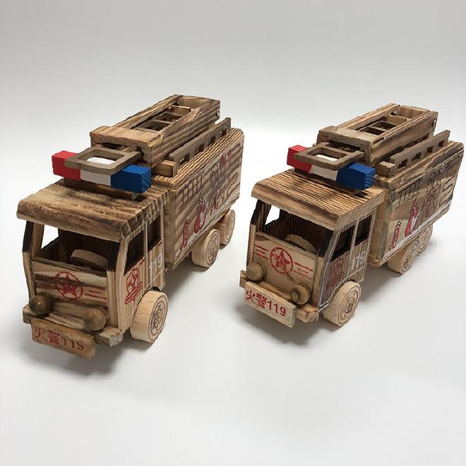 厂家直销木质模型摆件 木制消防车儿童玩具车 消防车模型木制品图片