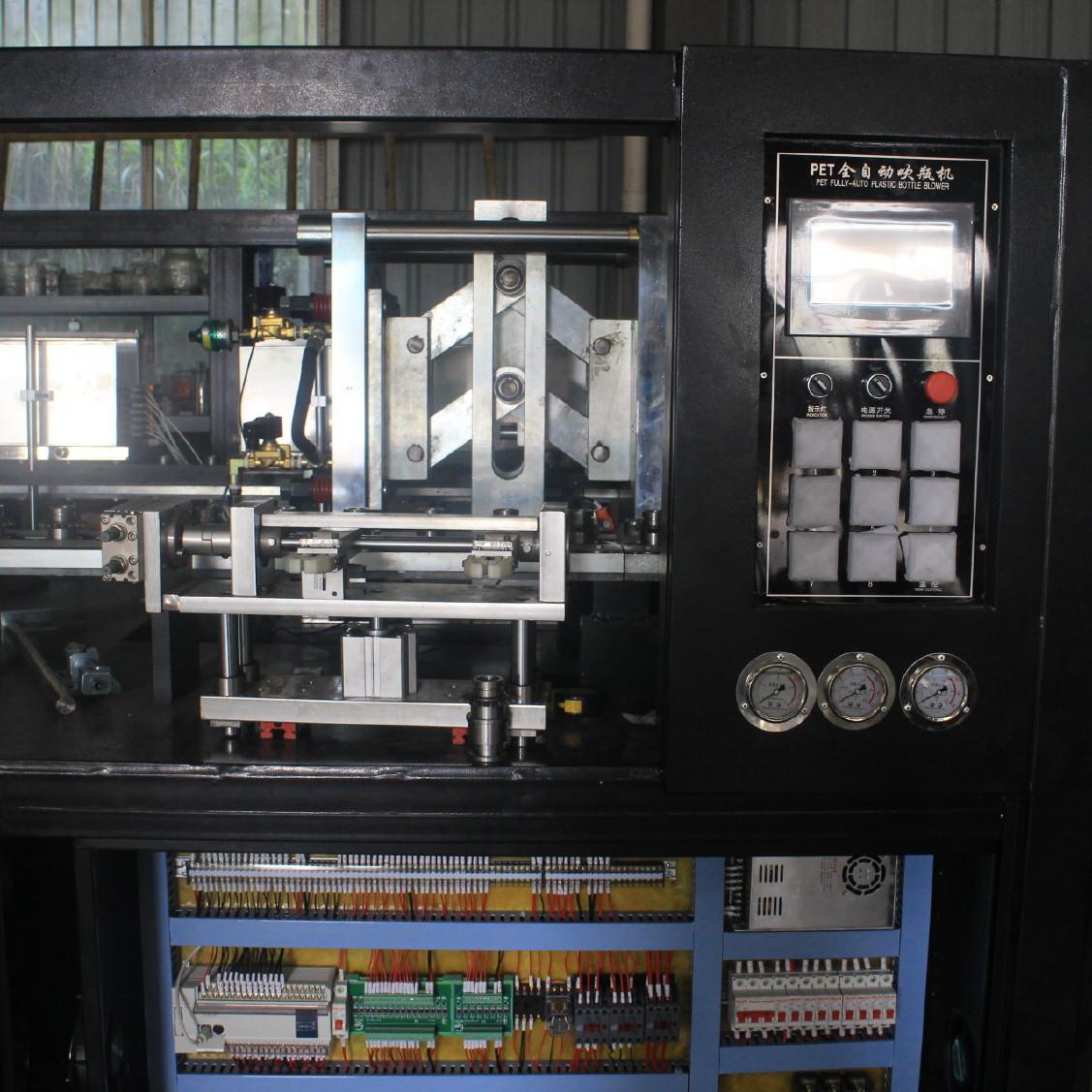 350ml易拉罐专用吹瓶机 一出二广口易拉罐吹瓶机 带机械手取瓶图片