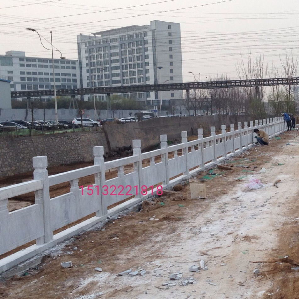 景观草白玉石栏杆和 汉白玉石栏杆的区别   桥梁栏杆  草白玉栏杆