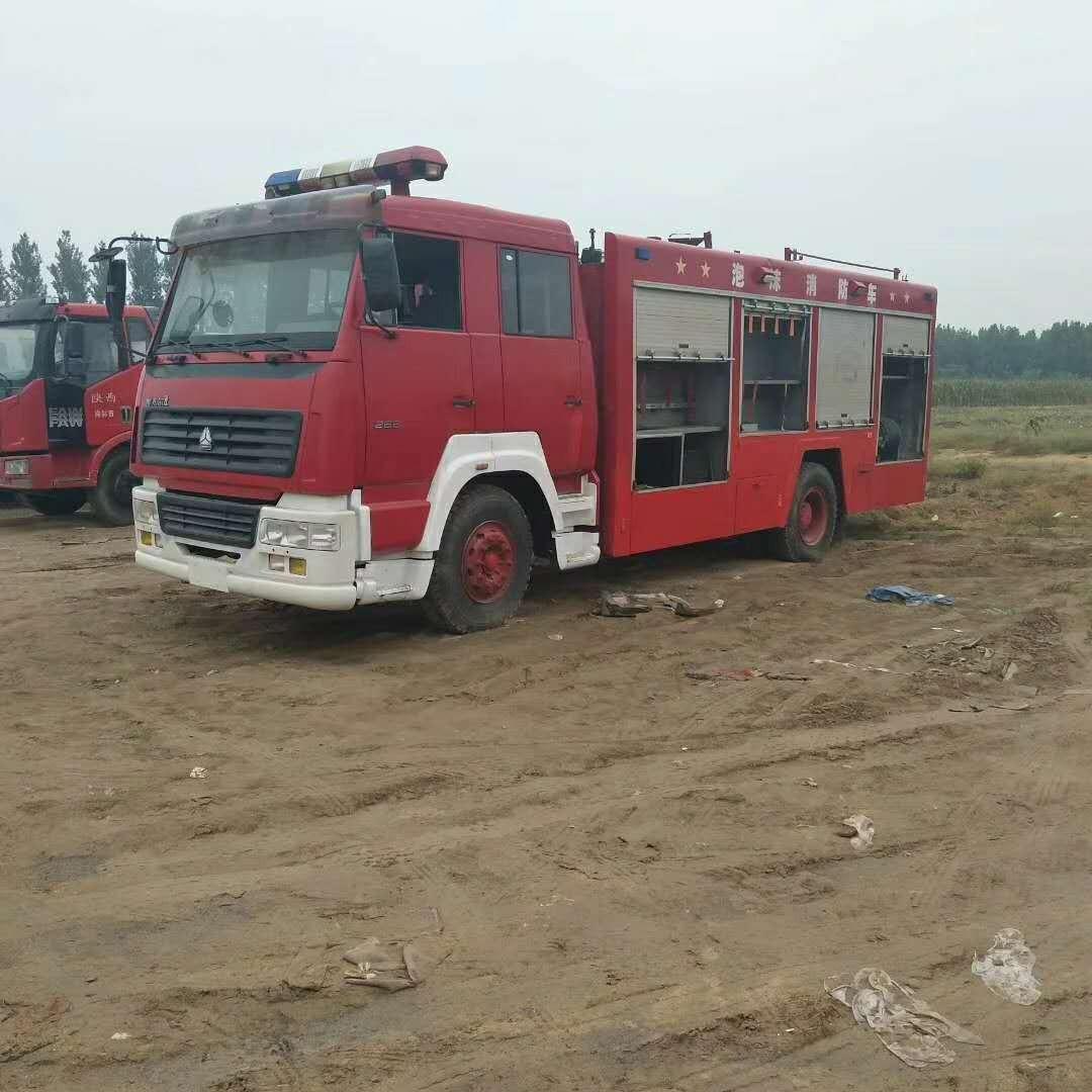 二手消防车的价格  部队正规退役消防车 12吨水罐消防车