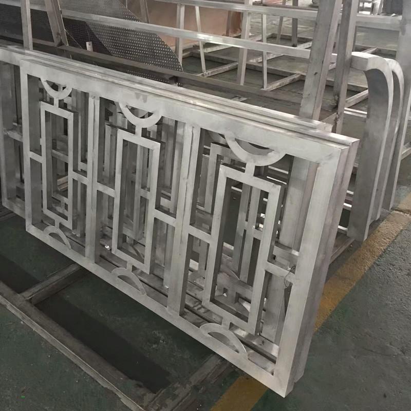 工程专用仿木纹铝窗花 铝窗花价格 仿木铝窗花厂家示例图4