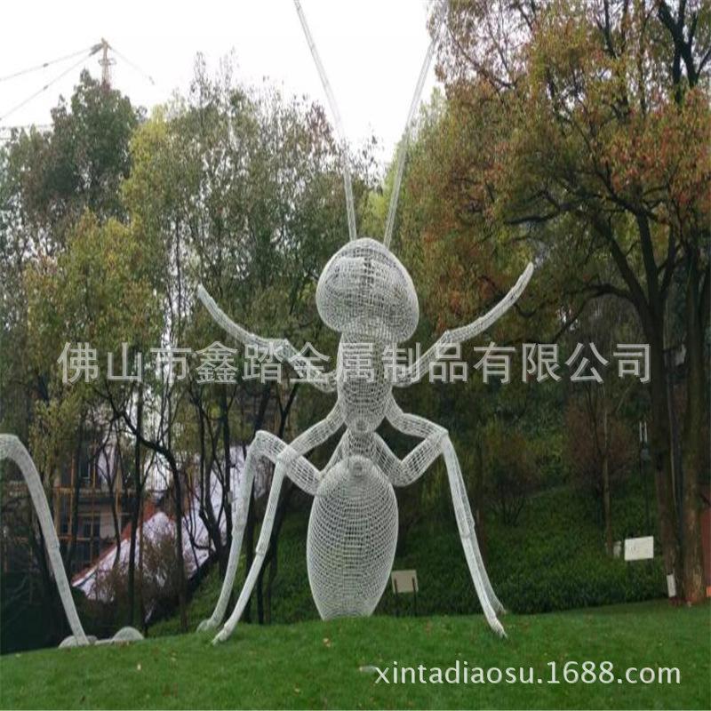 人造草坪大型304不锈钢镂空蚂蚁雕塑 白色氟碳漆表面安装效果图示例图10