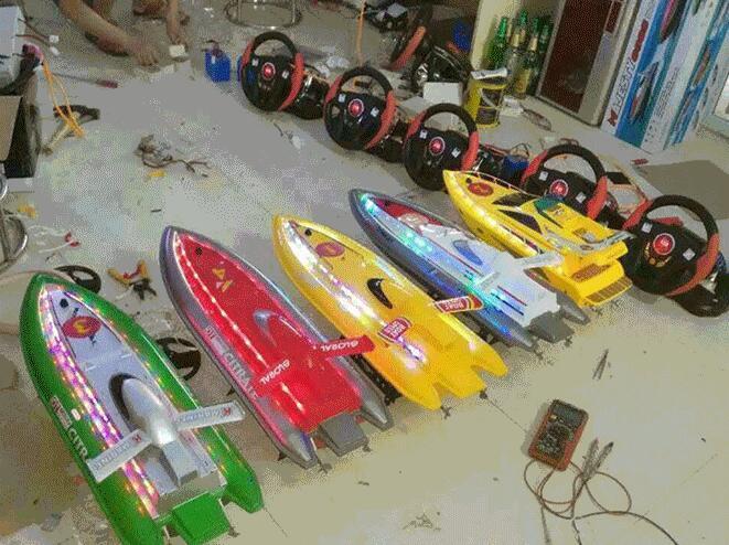 大洋游乐新品上市方向盘遥控船 儿童新造型方向盘遥控船游乐设备示例图9