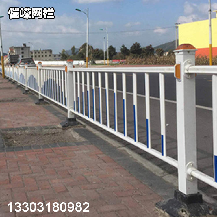 恺嵘山西市政围栏 热镀锌城市交通道路护栏 道路护栏网报价示例图1