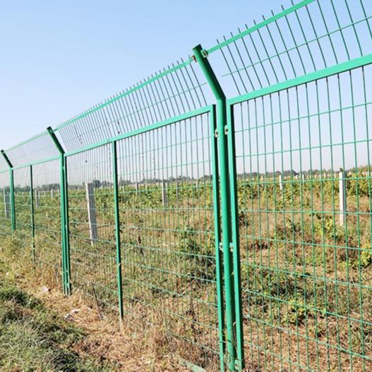 铝美生产围墙铁丝网    防攀爬边框公路护栏网     绿色铁丝网围栏圈地