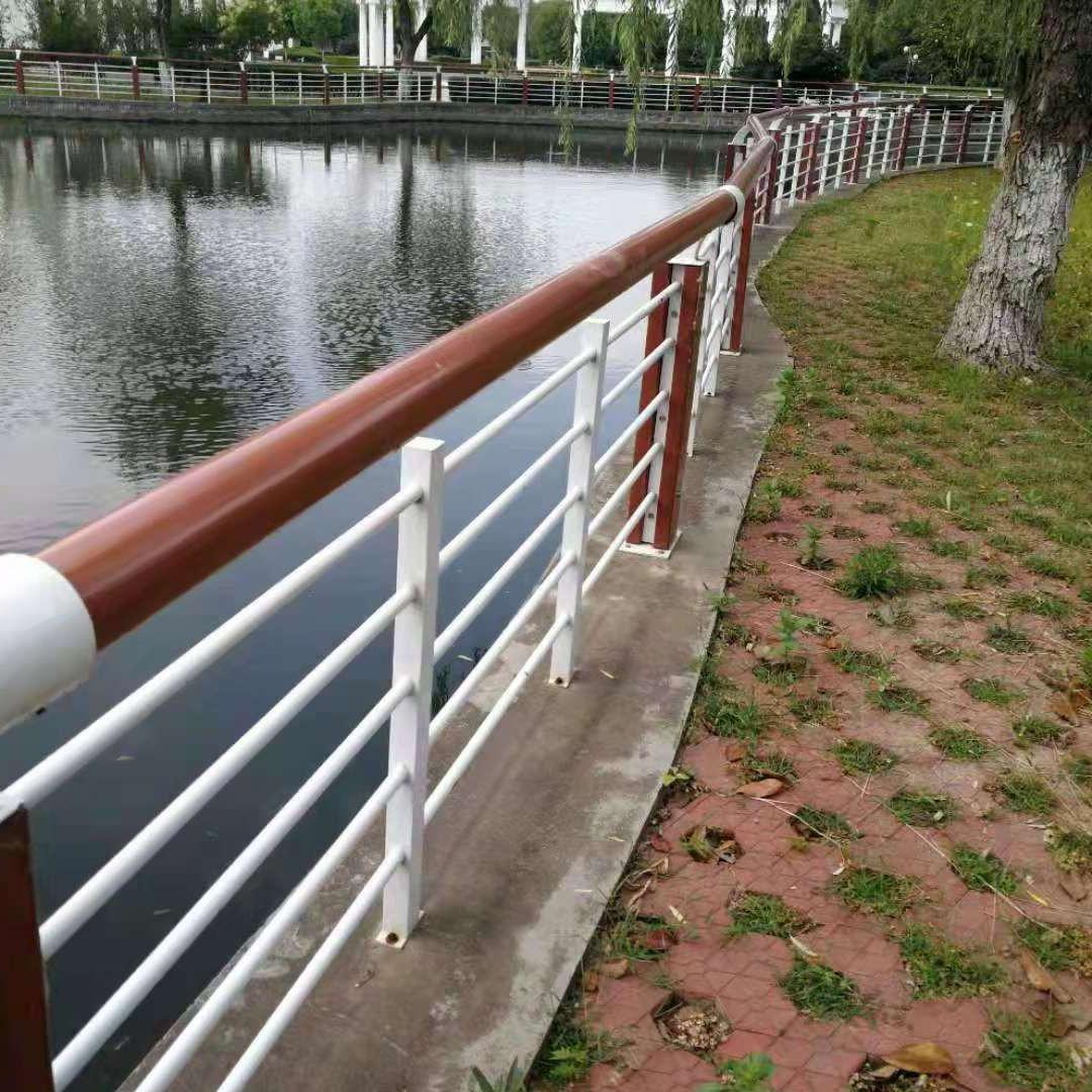 山東木紋轉印河邊景觀欄桿 大泰定做河道護欄河道護欄