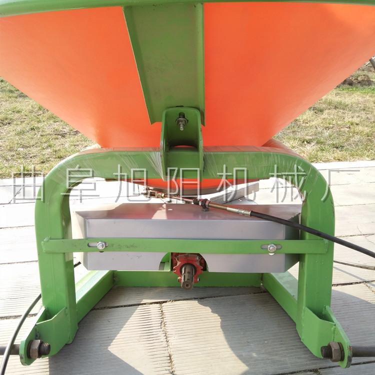 农用后置撒肥机 颗粒肥悬挂撒肥机 传动轴输出撒肥机山东直销示例图5