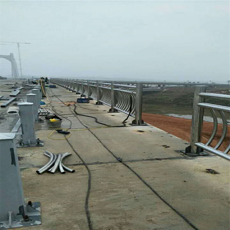 德宏木棧道不銹鋼護欄 河道不銹鋼欄桿 木棧道不銹鋼護欄價格