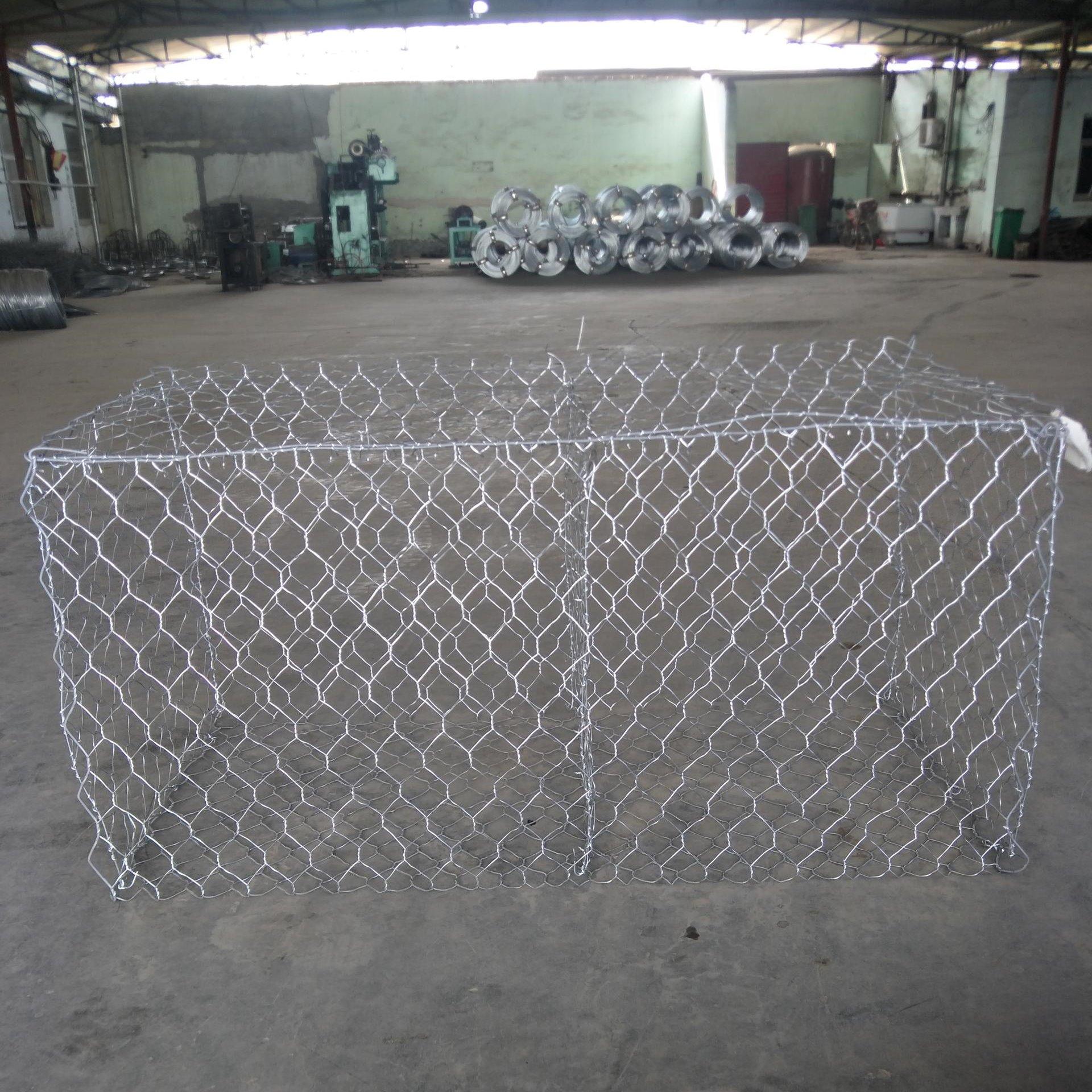 泰同石笼网厂家生产:固滨笼网箱,尺寸2×1×1,原材料采用:铝锌钢丝,镀锌层达:260克/m2