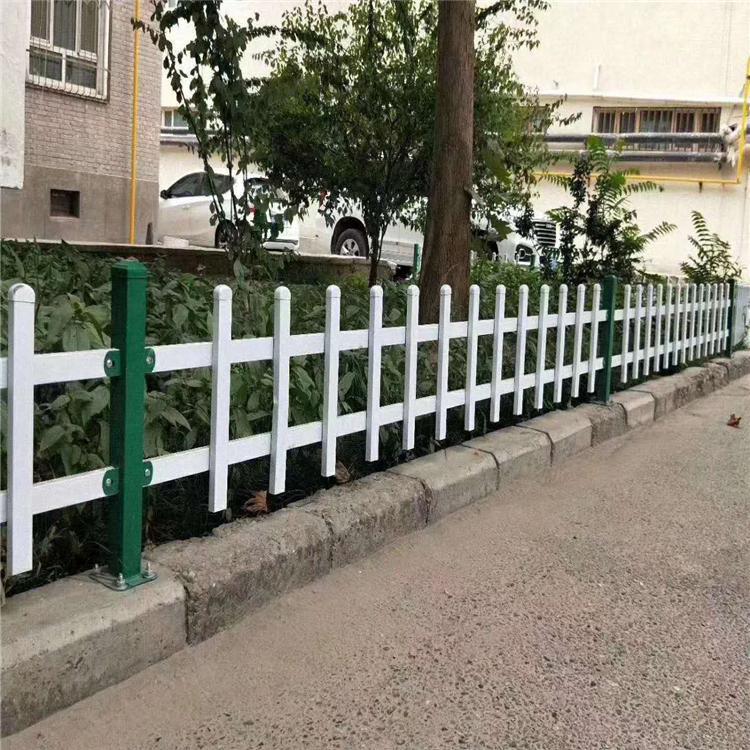 花坛塑胶栅栏 草坪护栏栅栏围栏 加工的定做草坪护栏 云旭 交通路障设施