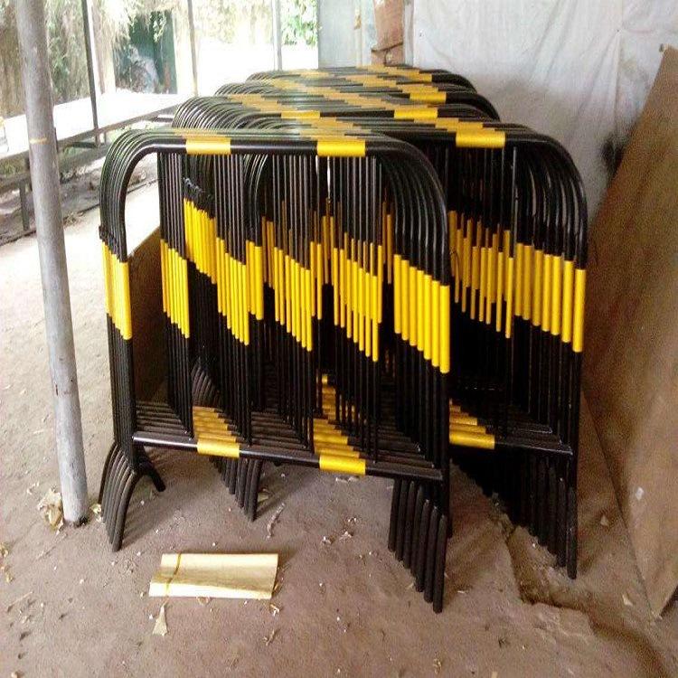 青岛热销铁马护栏圆管折弯加固型 交通有序铁马围栏 颜色款式任选示例图7