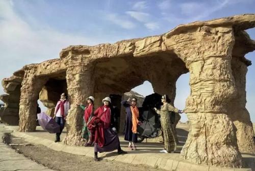 新疆專業旅游租車網 服務為先 新疆逸啟程汽車服務供應