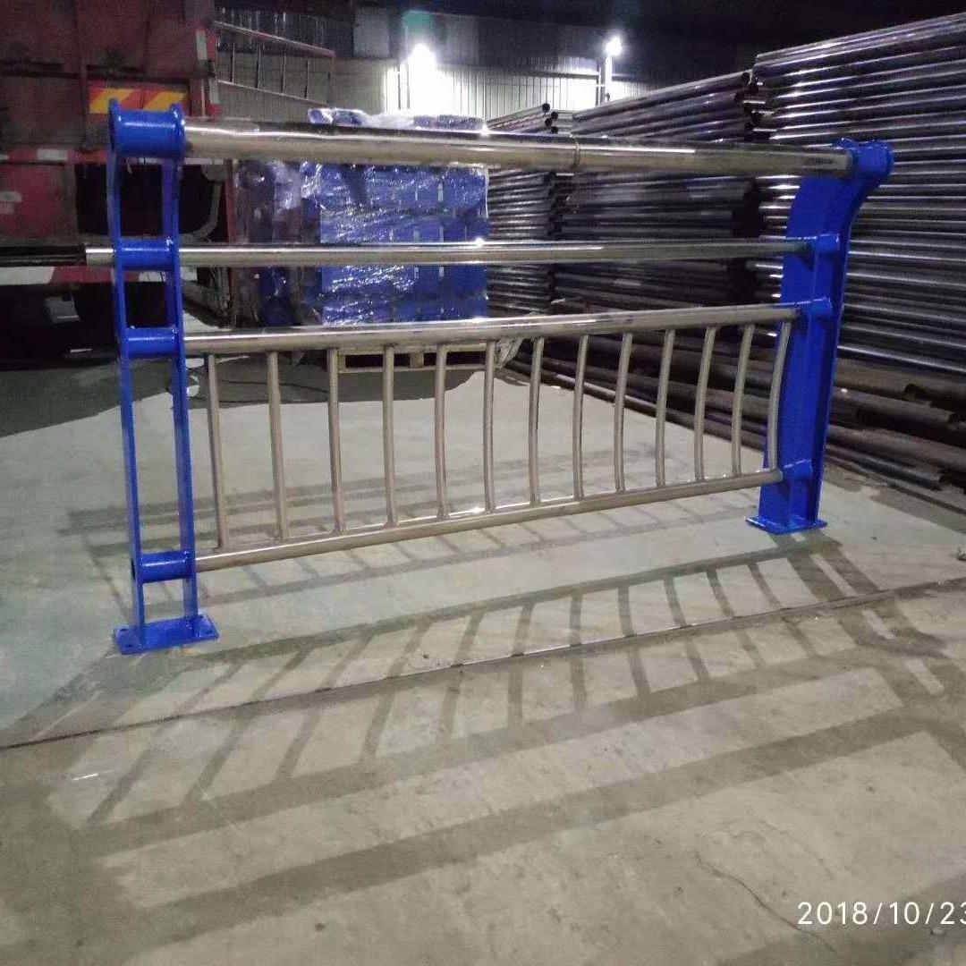 外敷不銹鋼復合管、外敷不銹鋼復合管護欄、各種橋梁護欄鋼板立柱制作、不銹鋼碳素鋼復合管護欄報價、橋梁護欄來圖制作、包廂立柱