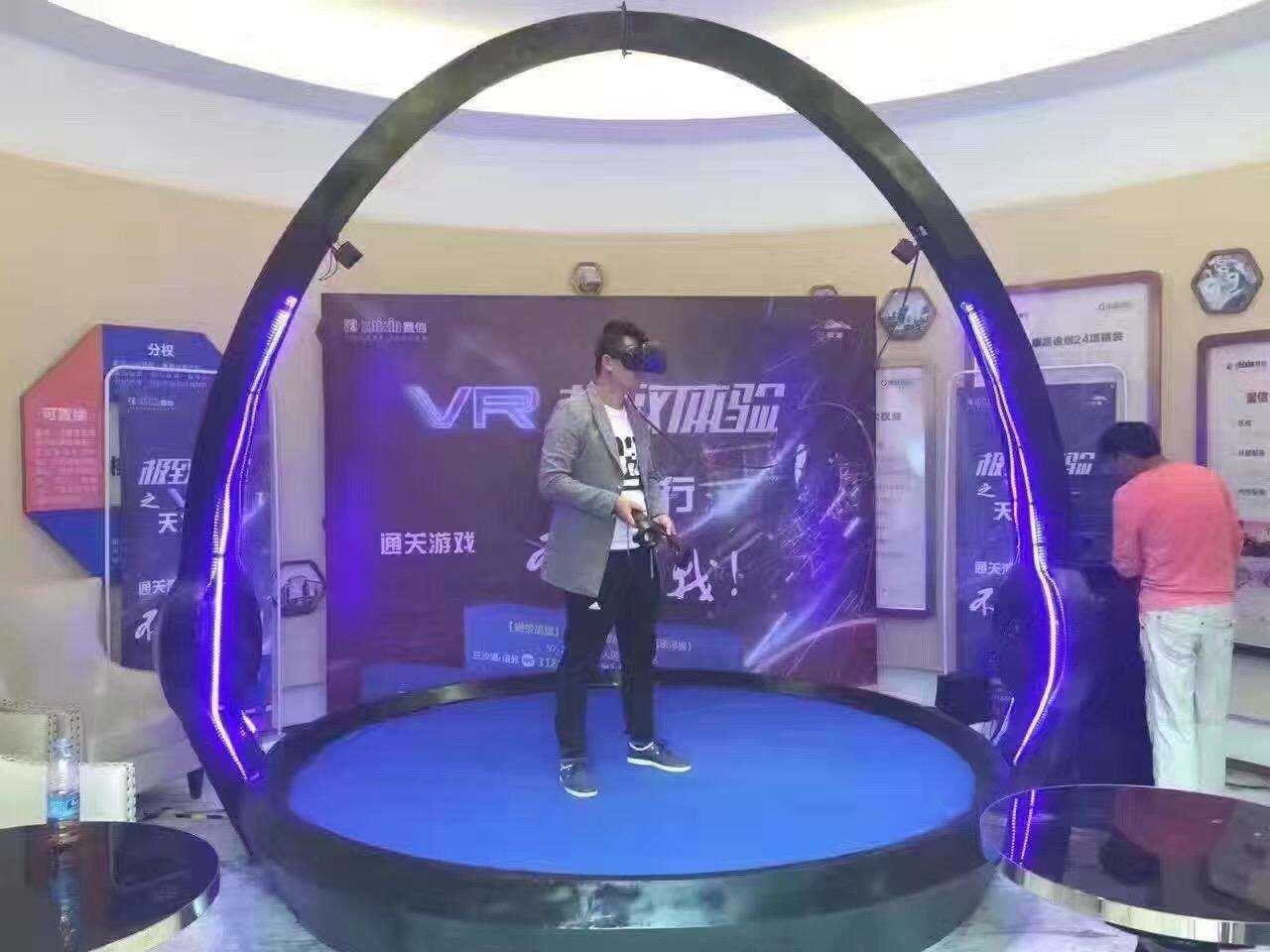VR天地行大型商场暖场设备 VR设备 VR娱乐暖场示例图1