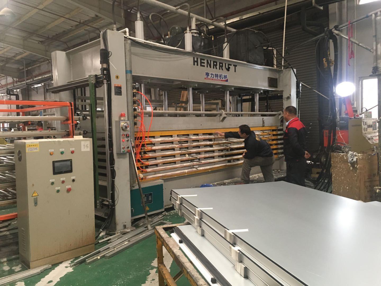 今日特價亨力特機械160噸,空調板,冷庫板,車廂板,整體衛浴發泡板,聚氨脂發泡板熱壓機示例圖16